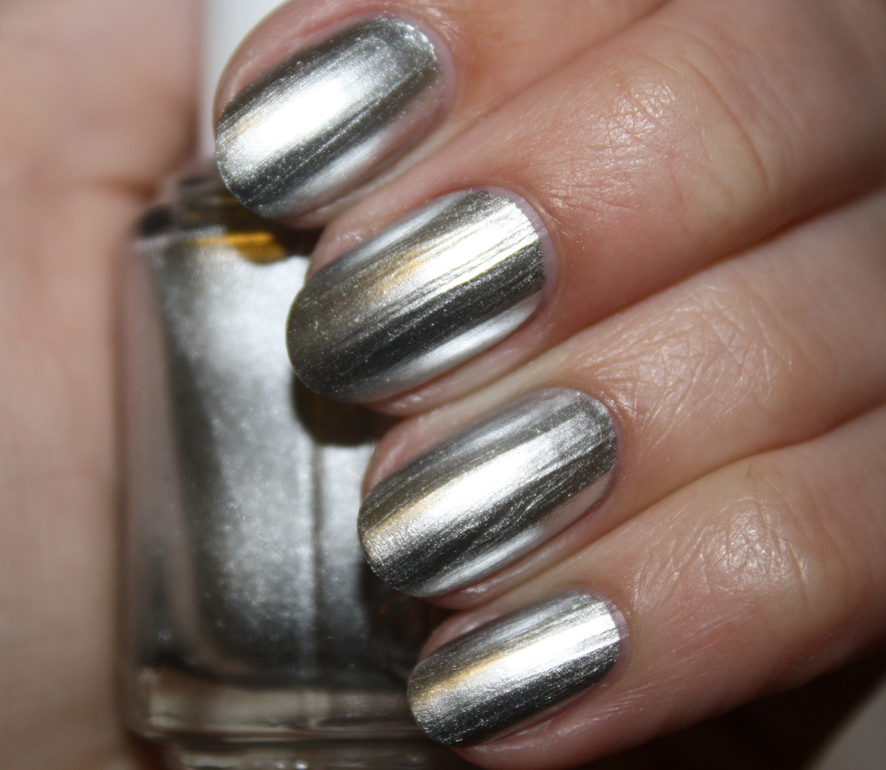 SWATCH REVIEW: ESSIE – MIRROR METALLICS